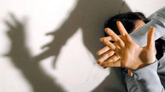 Violenza sessuale e rapina, romeno in manette