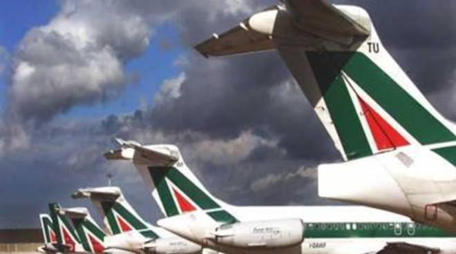 Alitalia, giornata d'incontri e di proteste