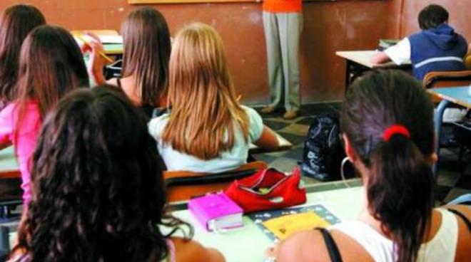 Disciplina in classe, fioccano i 5 in condotta