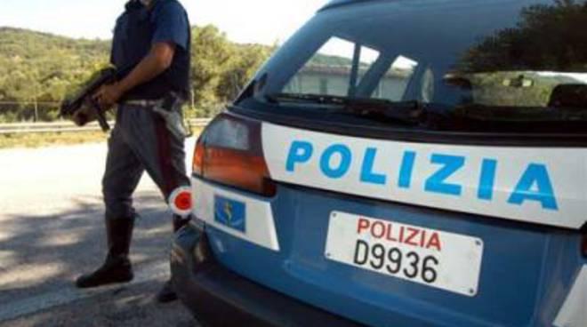 Tentano di rubare il carico di un autocarro: arrestati dalla polizia