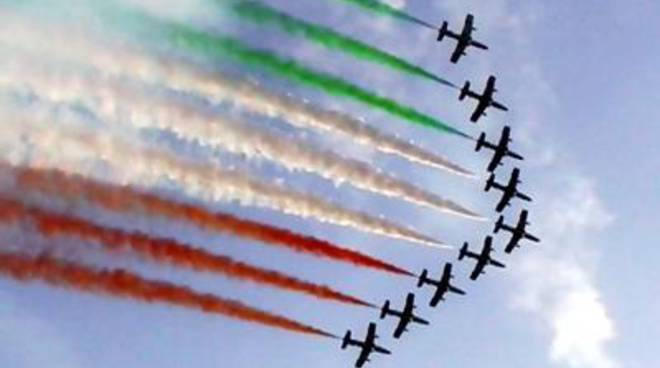 Air show, fuoco di sbarramento sulle Frecce Tricolori