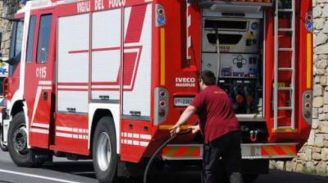 Dieci persone soccorse in mare dai vigili del fuoco