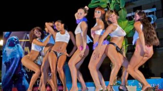 http://www.ilfaroonline.it/photogallery_new/images/2012/07/miss-maglietta-bagnata-a-latina-28308.660x368.jpg