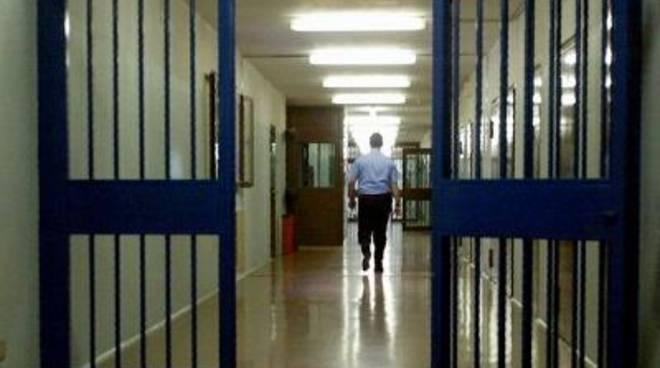 Scoppiano le carceri del Lazio