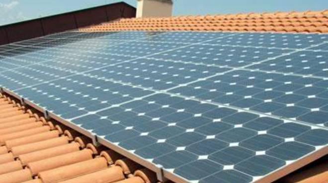 Pannelli solari su edifici pubblici il faro online - Pannelli solari per piscina ...