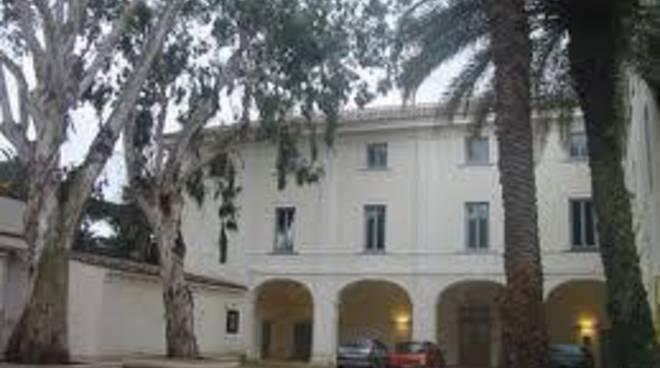 Villa Guglielmi, da lunedì biblioteca aperta tutto il giorno