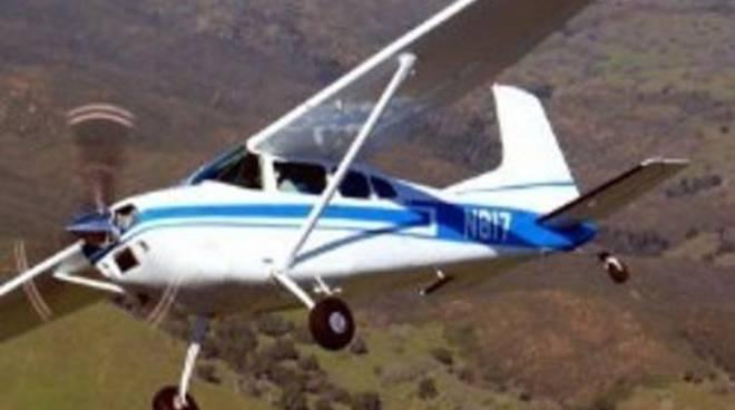 Precipita un ultraleggero, morto il pilota