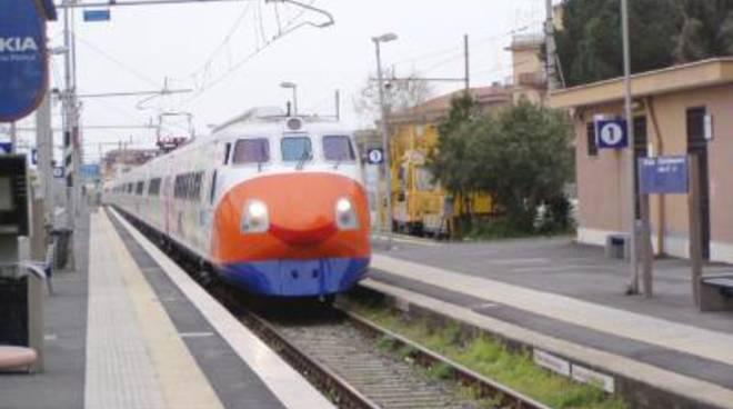 Ladispoli, effettuata la pulizia della stazione ferroviaria