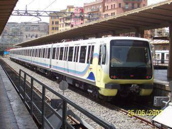 Otto carrozze di Trenitalia danneggiate dai vandali