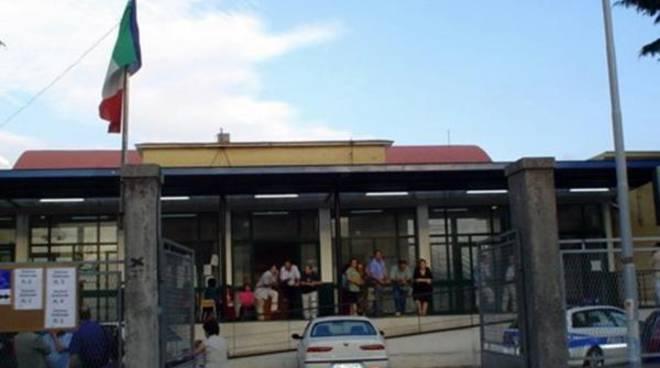 Scuola statale di Aranova, caos parcheggi e viabilità