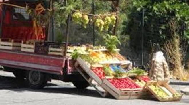 Tor San Lorenzo, vendeva frutta e verdura senza tracciabilità e autorizzazione