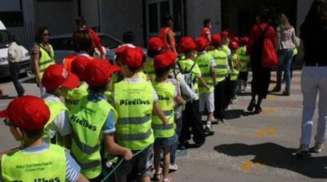 Aranova, cento bambini per la prima del piedibus