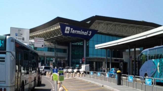 """Incendio aeroporto, M5S: """"Non ci fermiamo"""""""