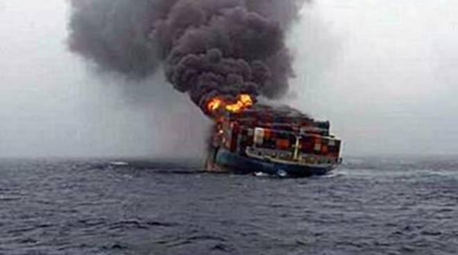 Nave turca bombardata al largo della Libia, un morto