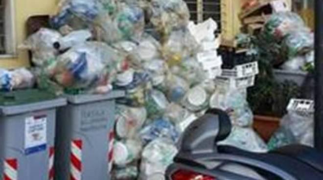 """Rifiuti, Comitato San Martino: """"Chi la deve raccogliere l'immondizia?"""""""