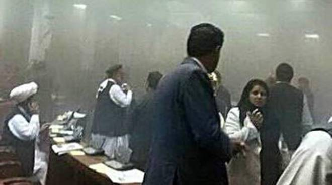Afghanistan: talebani attaccano il Parlamento, uccisi 7 kamikaze