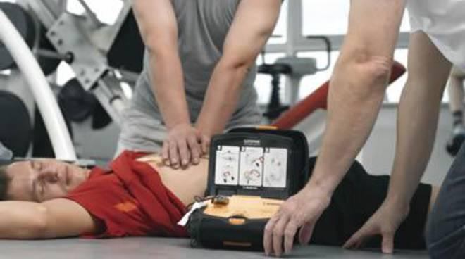 Da quest'anno gli stabilimenti balneari del Lazio dovranno munirsi di defibrillatori