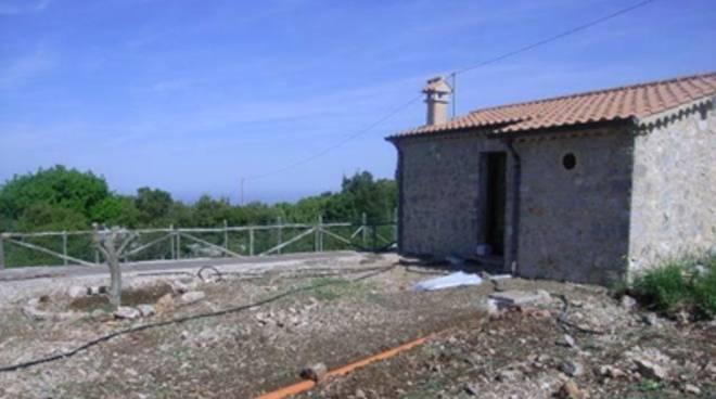 La Forestale sequestra 4 immobili rurali in località Monte Leano