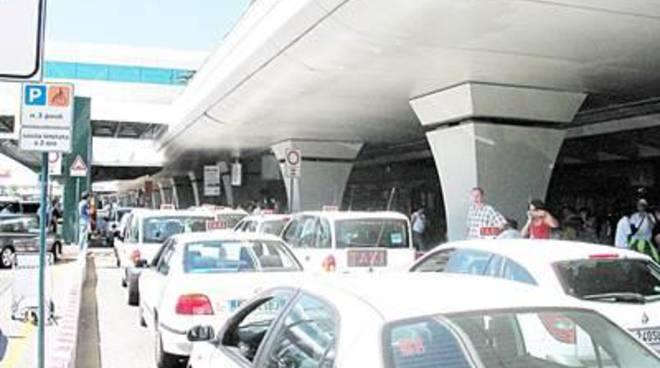 """Taxi, Santori: """"All'aeroporto, prezzi differenti per la stessa tratta"""""""