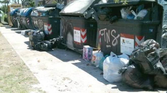 Continuano i disservizi sulla raccolta dei rifiuti