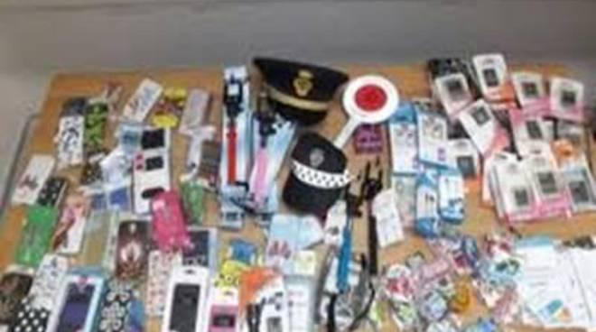 Commercio abusivo: Polizia Locale sequestra merce taroccata in pieno centro città