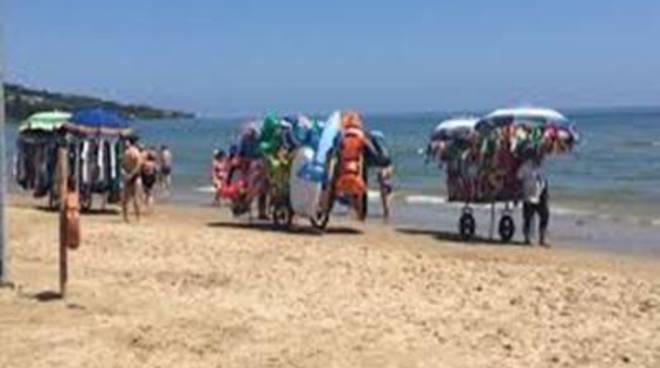 Controlli sulle spiagge: sequestrati sei carretti