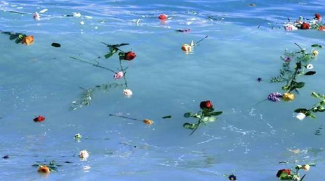 """""""Benvenuti su questa spiaggia"""", il Pontile di Ostia si anima a sostegno dei migranti"""