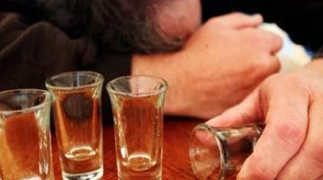 Centro Riferimento Alcologico Regione Lazio: dipendenza alcolica e impatto giuridico