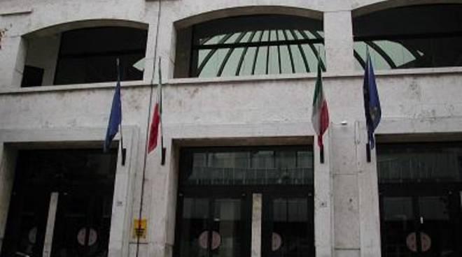 Chiudono i teatri D'Annunzio e Cefaro