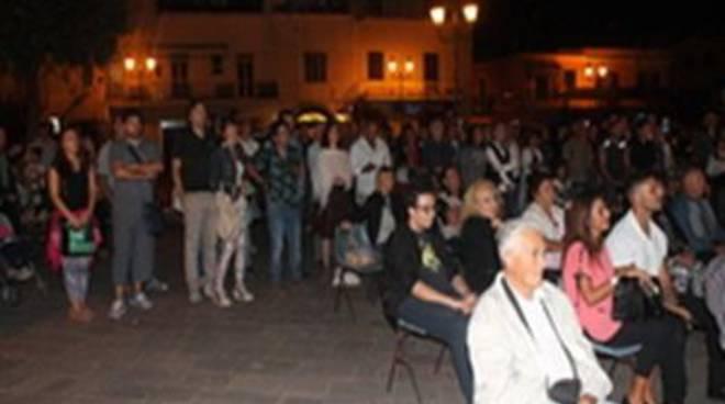 Inaugurata la piazza al cantautore Franco Califano