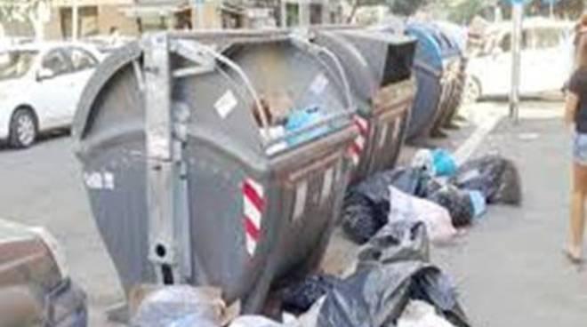 """M5S: """"Arriva Marino e si ripuliscono le strade, ma i quartieri rimangono indegni"""""""
