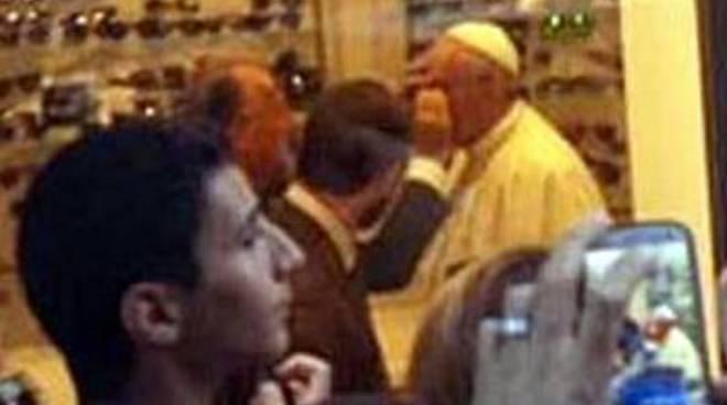 """Papa Francesco, quella """"visita"""" che apre gli occhi"""