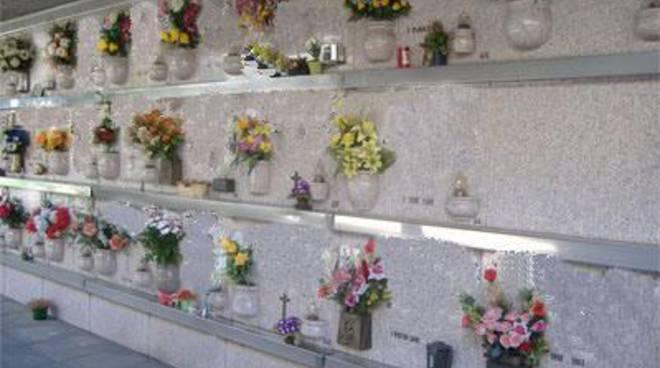 Ancora aperta la questione cimitero, si inasprisce la polemica politica