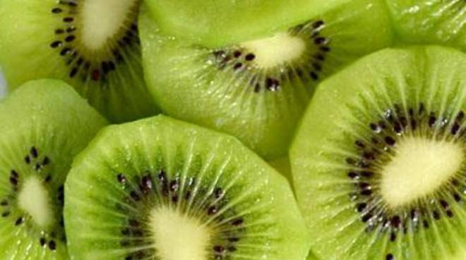 Arrivano kiwi per beneficienza