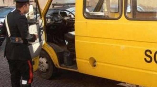 Bimba lasciata sola a bordo dello scuolabus: denunciati l'autista e l'assistente di bordo