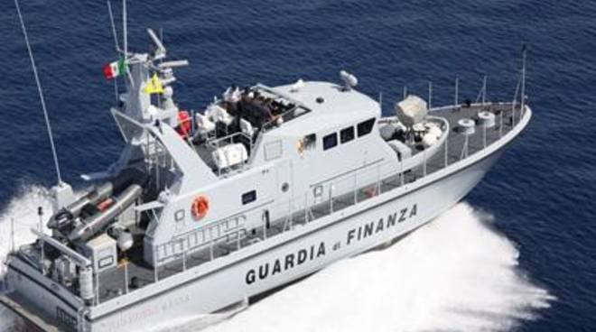 controlli estivi sul litorale laziale della Guardia di Finanza