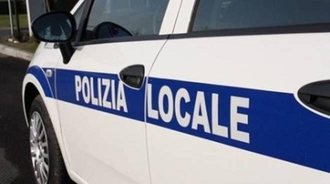 """Danneggiata un'auto della polizia locale ad Isola Sacra, Galli: """"Un atto ingiustificabile"""""""