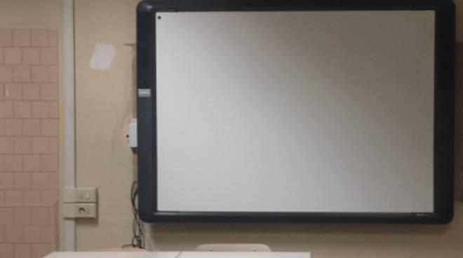 """Focene, scuola senza internet. Comune: """"Non emessa la bolletta in formato elettronico"""""""