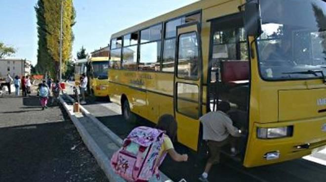 La bambina dimenticata sullo scuolabus, il commento del sindaco Cozzolino