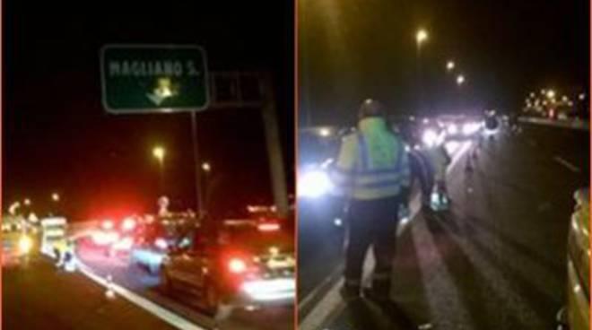 La Protezione Civile presta assistenza agli automobilisti bloccati sull'A1