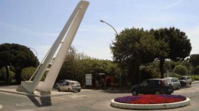 La stele di via Palo Lazialespostata al nuovo campo sportivo<br />