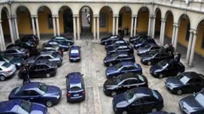 """M5S: """"Quando le auto blu diventano grigie"""""""