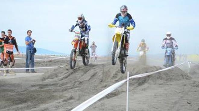 """Mare & Moto"", a Montalto in off-road in riva al mare"