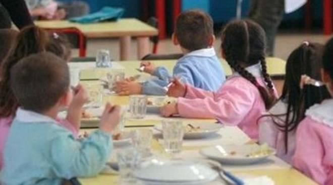 """Mense scolastiche, Presenza Popolare: """"Le colpedegli adulti scaricate sui più piccoli"""""""