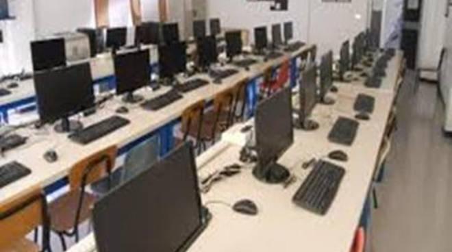 Miur, 140 milioni per dotare le scuole di ambienti digitali per l'apprendimento