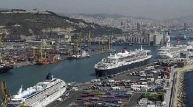 Riunione per discutere le emissioni atmosferiche inquinanti nel porto