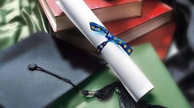 Bando per le borse di studio ai diplomati con 100