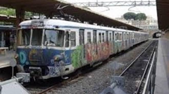 CasaPound: blitz nelle stazioni contro i disagi della Roma-Lido
