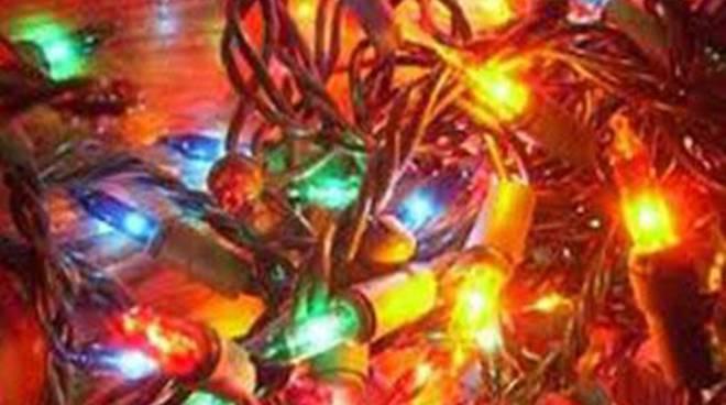Luci natalizie pericolose: Sequestro in due attività commerciali cinesi