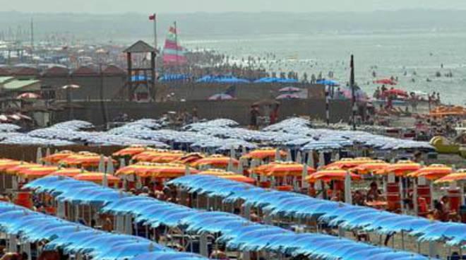 """Piano Arenile, Lauria: """"Resta pubblico il 70% del tratto costiero"""""""
